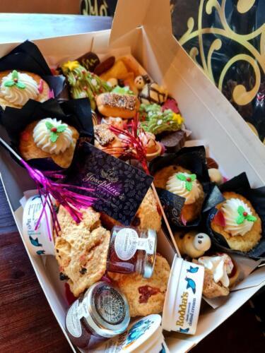 Celebration Cake Boxes for 3-4